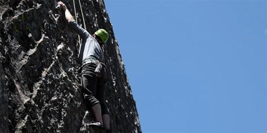berg-beklimmen-risico-gevaar-gevaarlijkesituatie-survival-purk